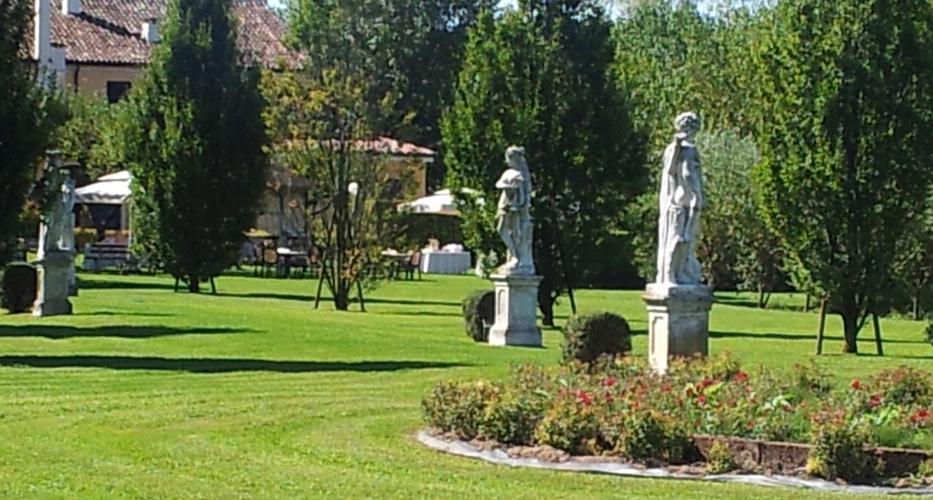 angolo-statue